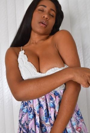 Ebony Undress Pussy Porn